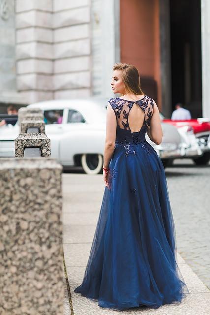 eleganckie sukienki wieczorowe