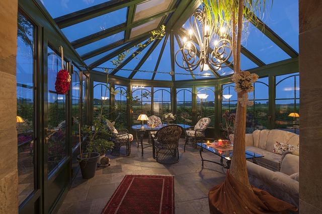 Efektowne oświetlenie balkonu lub tarasu na cały rok.