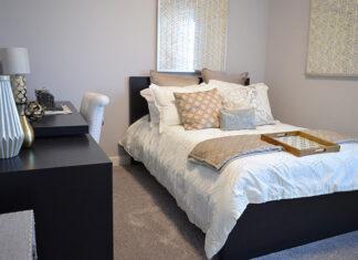 Kolorowe narzuty i koce na łóżko oraz inne sposoby na jesienny wystrój wnętrza