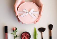 Polecane zestawy kosmetyków do makijażu na prezent